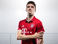 Mia san red & white:  New kit for FC Bayern Munich
