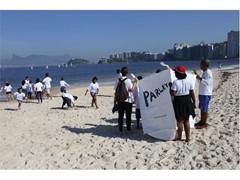 Escola itinerante fala sobre o problema da poluição dos oceanos