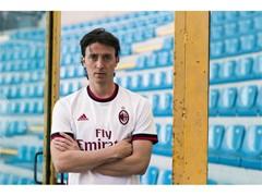 Milan AC revela nova camisa 2 para 2017/18