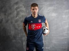 Das neue FC Bayern Auswärtstrikot: Dunkelblau für den Rekordmeister