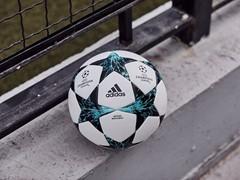 Neuer Ball für die UEFA Champions League:  Mit Blitz und Donner durch die Gruppenphase