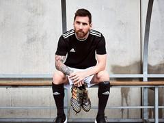 adidas Football lanza el botín NEMEZIZ en la nueva paleta de color Skystalker