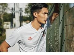 サッカー日本代表 新アウェイユニフォームを発表