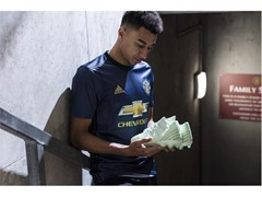adidas revela 3ª camisa do Manchester United feita de Plastico Oceânico Parley®