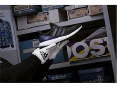 adidas Running отпразнува емблематичния UltraBOOST с повторно пускане на лимитирана серия на първия по рода си модел