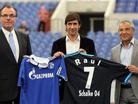 Raùl mit neuem FC Schalke 04 Away Jersey