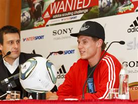 Holger Badstuber bei der Pressekonferenz zu WANTED, der großen adidas scouting challenge