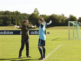 Manuel Neuer mit Fotograf Olaf Heine