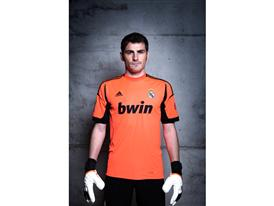 Casillas in Real Madrid 2012-2013 home kit (high res)