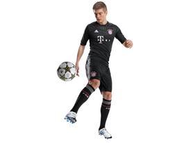 Toni Kroos im neuen Champions League Trikot