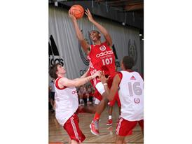 Jordan Mickey 737 - adidas Nations Day One