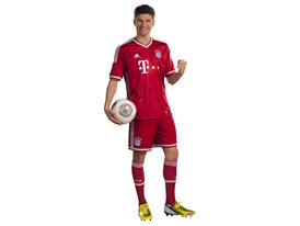 Mueller adidas FCB Outfit