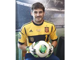 Iker Casillas_guantes predator_balon oficial Cafusa_2