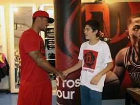 D Rose Tour, Madrid, Spain, Fan Surprise, 4