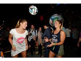 Brazuca - Bia and Branca Feres 2