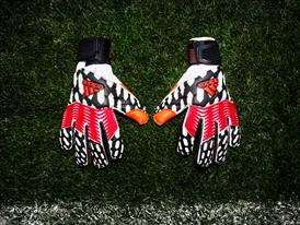 Predator Gloves Pitch side PR 1