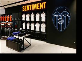 El Valencia Club de Fútbol y adidas 3