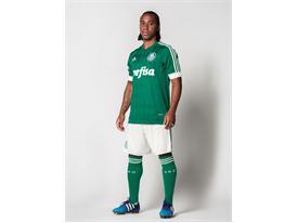 Arouca apresenta o novo uniforme do Palmeiras