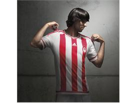 adidas_Olympiacos Home 15-16_Benitez_2