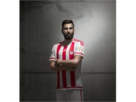 adidas_Olympiacos Home 15-16_Siovas_1