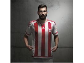adidas_Olympiacos Home 15-16_Siovas_2