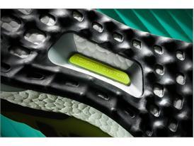 FW15 UltraBoost PR FW F Detail 06 3x2