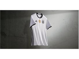 Die Mannschaft и Cro представят новите екипи на Германия за Европейско първенство 2016