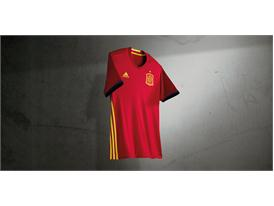Испанската футболна федерация и adidas представят новите екипи за Европейското първенство през 2016