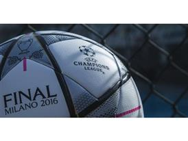 Finale Milano - the Official Match Ball 6