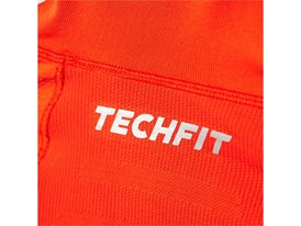 Techfit-Heat-Hooded-Long-Sleeve-detalle