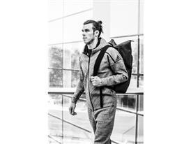 adidas Athletics presenta la chaqueta Z.N.E. Travel Hoodie