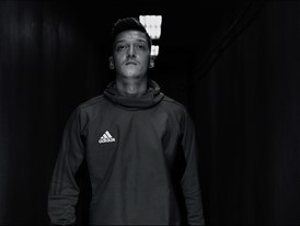 OZIL NEVERFOLLOW PR STILL 1