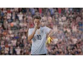 OZIL NEVERFOLLOW PR STILL 15