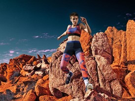 adidas Stella Sport - JUNE OUTFIT 1 – KEY LOOK, KEY VISUAL ACTION SHOT