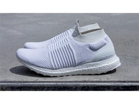 Running FW17 ULTRABOOST-LACELESS WHITE Hero-02 16 9