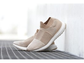 adidas Running UltraBOOST Laceless Female1