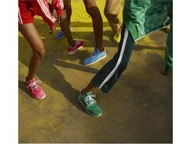 +H21254 adidas Originals PHARRELL WILLIAMS Hu Holi adicolor Key Visual Footwear Shot Multicolor
