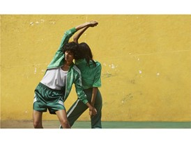 +H21254 adidas Originals PHARRELL WILLIAMS Hu Holi adicolor Key Visual Footwear Shot Green