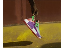 H21253 adidas Originals PHARRELL WILLIAMS Hu Holi Powder Dye Key Visual FTW Single Shot