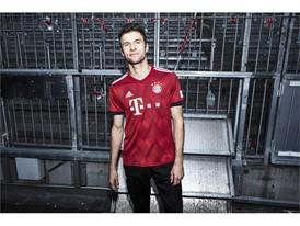 FC Bayern-Heimtrikot 2018-19 - Müller