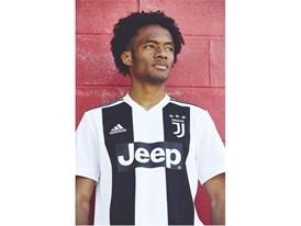 Juventus Home Cuadrado