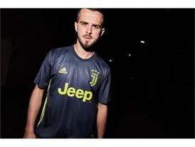 FW18 AClubs 2D Juventus THIRD PJANIC