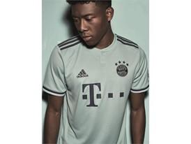 FC Bayern Auswärtstrikot 4