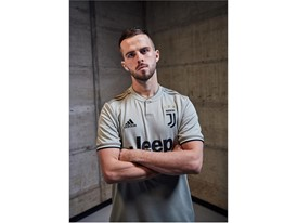 FW18 AClubs 2D Juventus SoccerBible FW18 AClubs 2D Juventus SoccerBible Pjanic