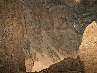 Drei Zinnen, Drei Highlines: Reinhard Kleindl und Armin Holzer begehen erstmals Highlines an den Drei Zinnen