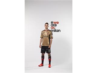 adidas e AC Milan presentano la terza maglia della stagione 2013/14