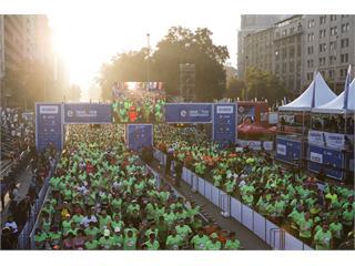 28.000 corredores se llenaron de energía en el Entel Maratón de Santiago 2015