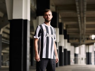 adidas Soccer Reveals New Juventus Home Kit for 2017/18 Season