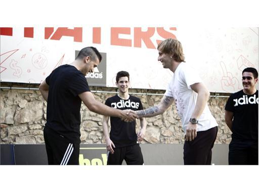 Rakitic se convierte en entrenador de unos jóvenes por sorpresa  en Barcelona