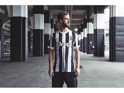newest 2b6b2 681eb ... adidas revela o novo uniforme da Juventus para a Temporada 201718 ...